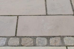 Tipperary Brown Tumbled Cobbles