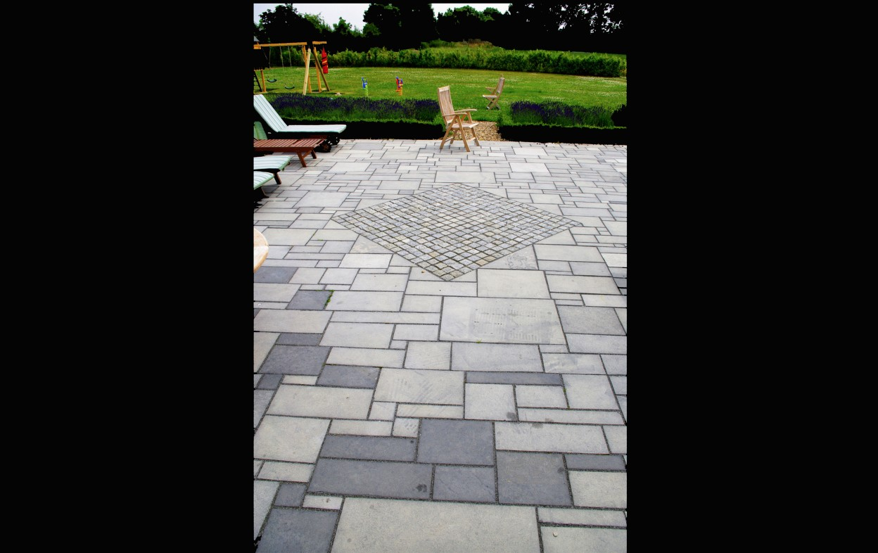 Indian Limestone paving in a random pattern with granite cobbles