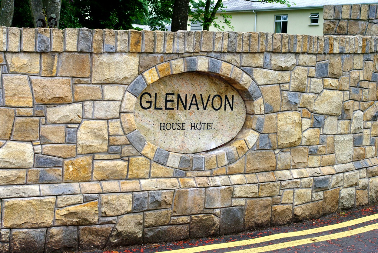 Donegal Sandstone with Blue Centred Sandstone. Personalised oval name plaque. Topped with 150mm high soldiers. Plinth detail to base of wall
