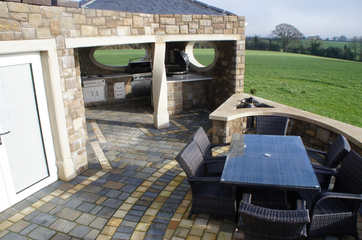 Olde English slate cobbles with 150x150 sandstone cobble border