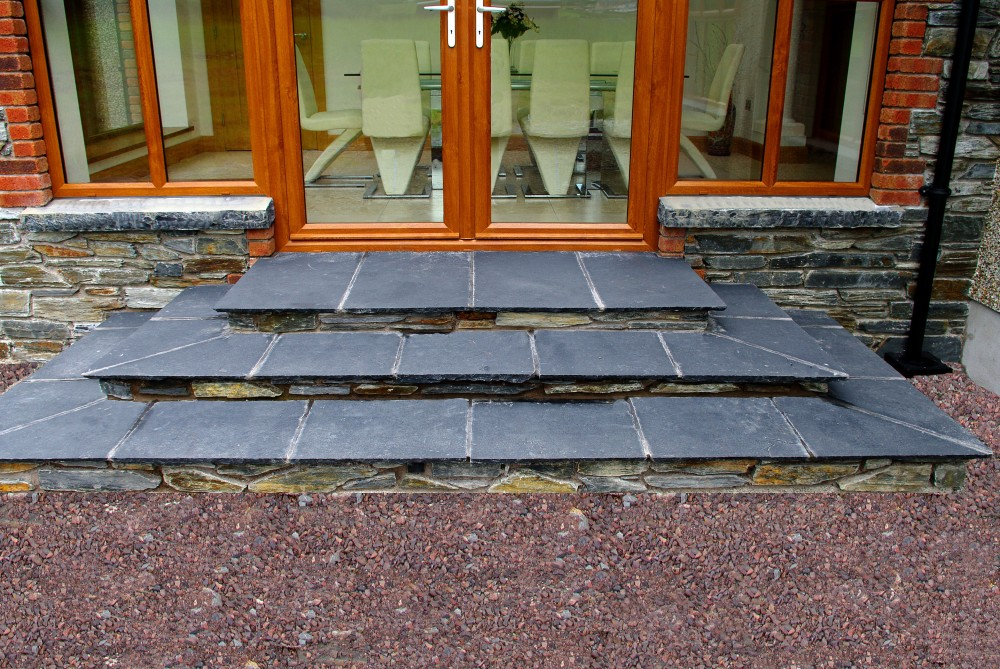 Donegal slate with 70% brown. Limestone hearths cut as window cills. 22mm calibrated limestone paving used to form steps. Donegal slate risers