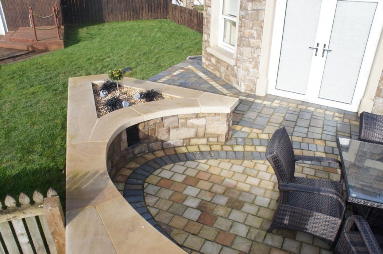 Olde English slate cobbles & sandstone cobbles. Donegal sandstone curved wall coping