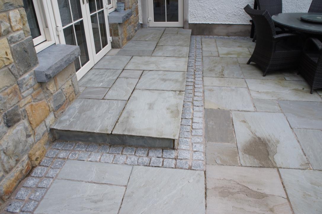 Kandla Grey Sandstone step with Granite Cobble Border