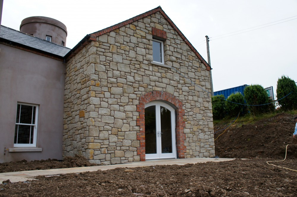 Tumbled Donegal Sandstone with red brick quoin detail
