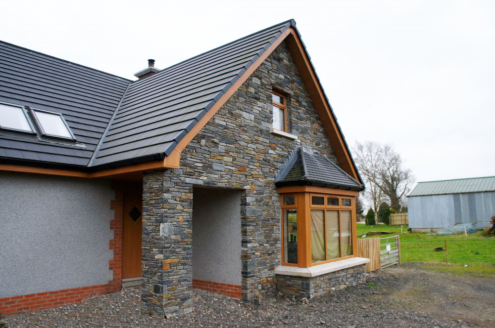Donegal Slate With Grey Dash And Red Brick Coolestone