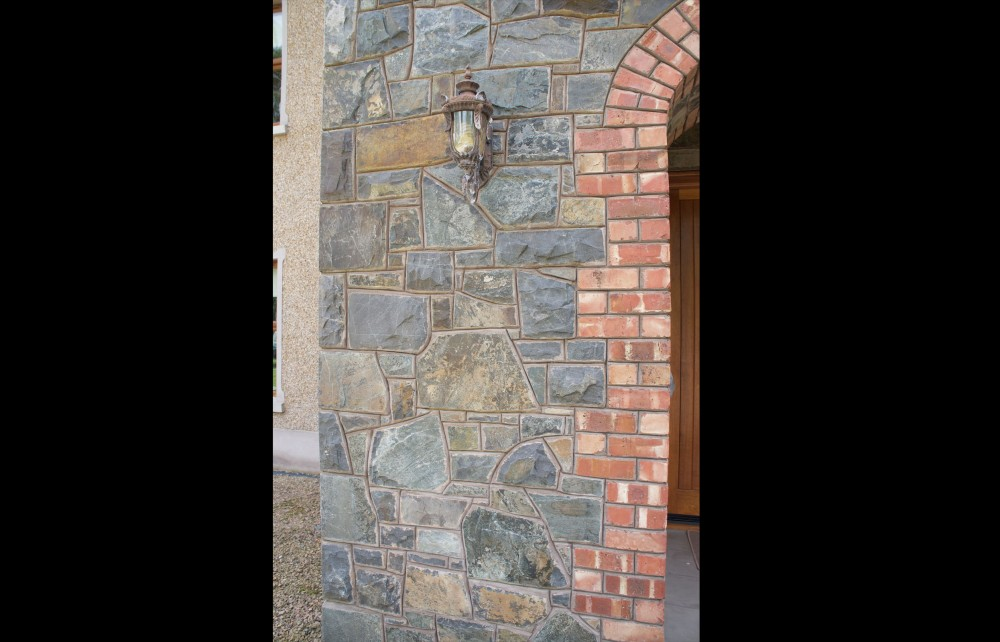 Red brick quoin detail to door opening