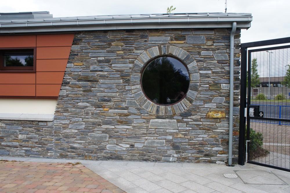 Free standing circular window