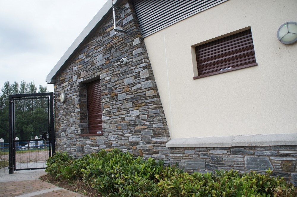 Donegal Slate with quoin edge detail