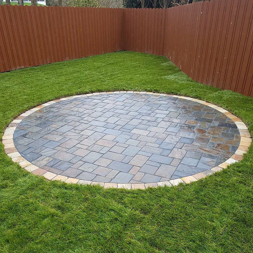 Circle formed using Olde English Slate cobbles and sandstone cobble border