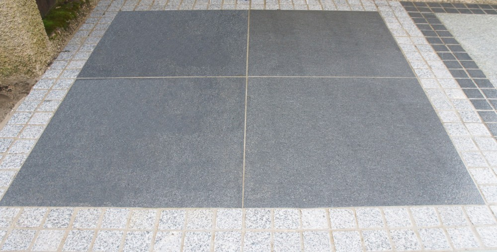 Blue Granite Paving 1000x1000 Wet