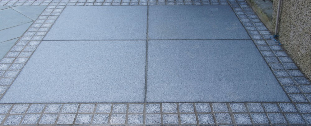 Blue granite Paving 1000x1000 Dry