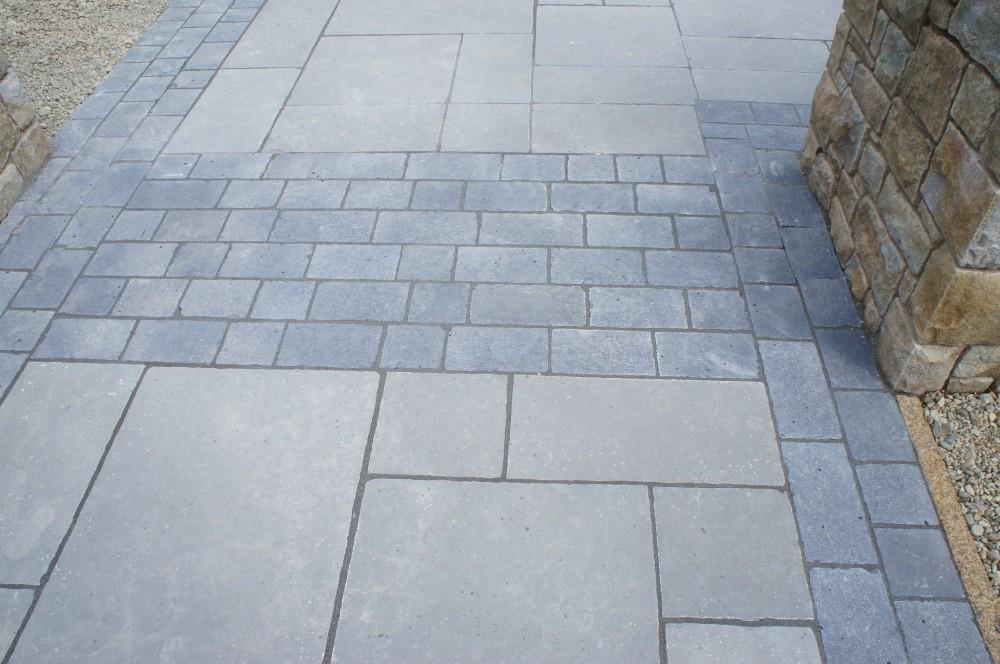 Tandur grey limestone with tumbled black limestone border