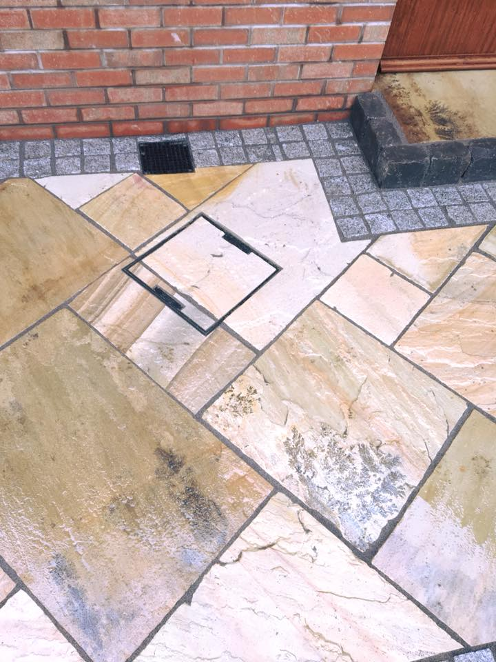 Tinted Mint Paving with Silver Granite Cobble Border