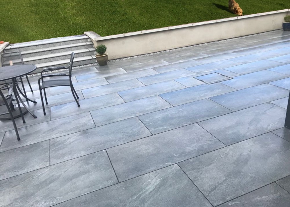 Grey Quartzite Porcelain 1200x600 With Silver Granite Cobble Border And Silver Granite Bullnosed Steps