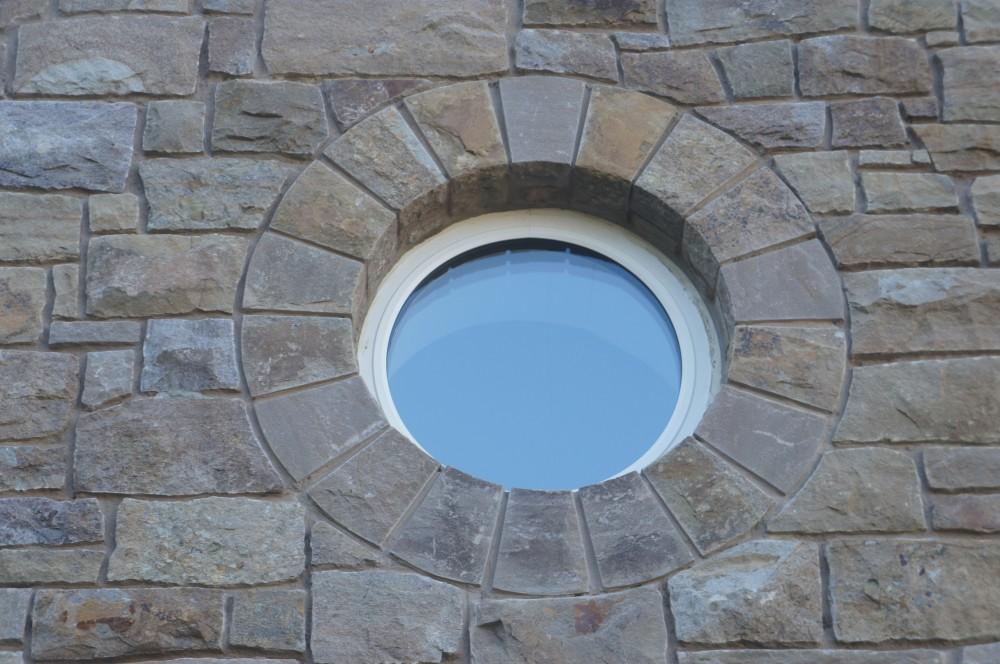 Freestanding arch built around circular window
