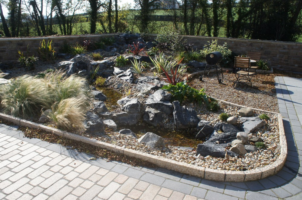 Gold granite kerbs with split finish