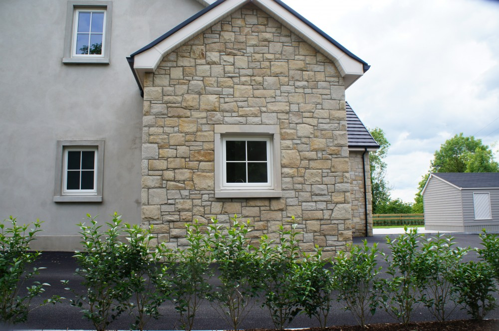 Donegal sandstone with 5% Omagh sandstone