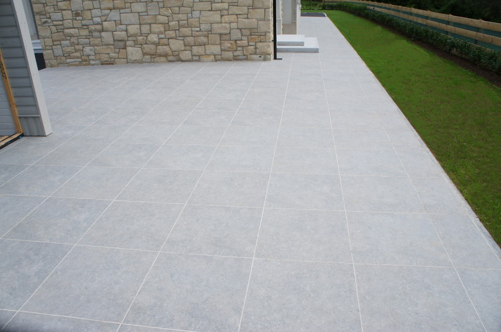Biscuit grey porcelain paving