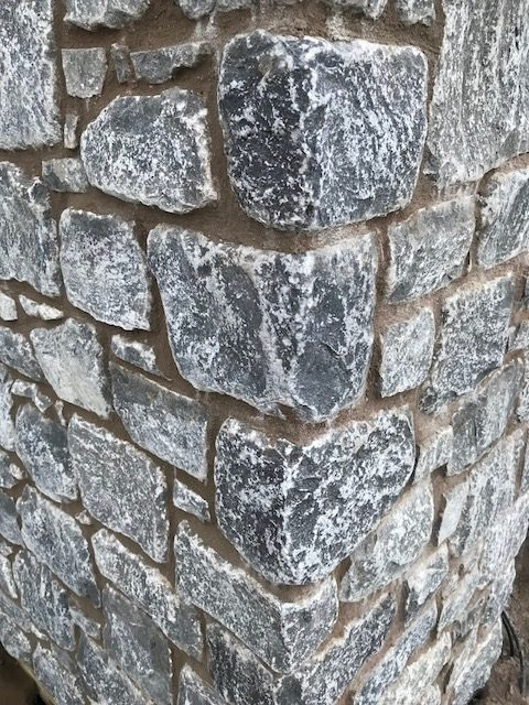 Tumbled white limestone Cooleclad corner pieces